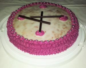 Runder-Kuchen-m.-Rosa-Rand